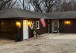 Location vacances Iowa Falls - Woodsy Country Cottage near Ames-1