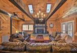 Location vacances Elberton - Wood Cabin with Fire Pit, 5 Mi to Lake Hartwell-3