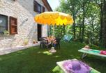 Location vacances  Province de Pesaro et Urbino - Country house in Marche with lush green garden-4
