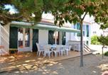 Location vacances Longeville-sur-Mer - Maison de 4 chambres a La Tranche sur Mer avec jardin clos et Wifi-1