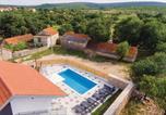 Location vacances Ružić - Three-Bedroom Holiday Home in Unesic-2
