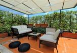 Location vacances  Ville métropolitaine de Rome - Trastevere Charming Penthouse-3