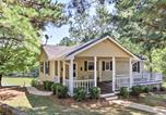 Location vacances Macon - Lakefront Buckhead Cottage with Hot Tub and Game Room!-1