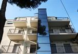 Location vacances  Province de Rimini - Residenza Le Rose Bici House-1