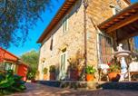 Location vacances  Province de Pistoia - Pet-friendly Farmhouse in Montecatini Terme with Swimming Pool-1