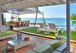 Location vacances Gordon's Bay - 185 on Beach Boutique Suites and Apartments-1