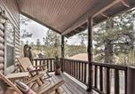 Location vacances Holbrook - Cozy National Forest Escape with Porch and Games!-3