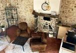 Location vacances  Puy de Dôme - Gîte romantique dans maison vigneronne-1