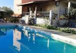 Location vacances Francofonte - Villa with one bedroom in Augusta with wonderful mountain view shared pool and enclosed garden 8 km from the beach-1