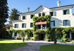 Location vacances  Province de Trévise - Monumental Mansion in Crespignaga with Swimming Pool-1