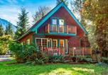 Location vacances Monroe - New! Riverfront Cabin near Hiking and Stevens Pass-1