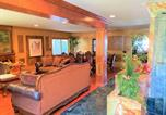 Location vacances Diamond Bar - Spectacular Home with Breath Taking Views of La, Heated outdoor Jacuzzi & Waterfall-3
