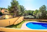 Location vacances Vilabella - House with 3 bedrooms in Tarragona with wonderful mountain view shared pool enclosed garden 500 m from the beach-2