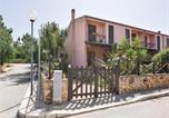 Location vacances Custonaci - Holiday Home Cornino (Tp) with Fireplace I-3