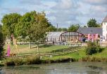 Camping avec Site nature Saint-Symphorien-le-Valois - Domaine de Litteau-2