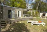 Camping avec Quartiers VIP / Premium France - L'Orée du Bois-4