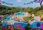 Camping avec Ambiance club Tomino - Village Rosselba Le Palme-1
