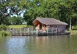 Camping avec Site nature Saint-Hilaire-la-Palud - Village Flottant de Pressac-2
