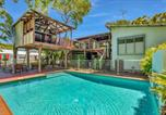 Location vacances Urangan - Gecko's Rest - Rainbow Shores, Executive Beach House, Pet Friendly, Pool, Wi-fi-1