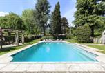Location vacances Ispra - Lesa Villa Sleeps 8 Pool Air Con Wifi-1
