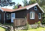 Hôtel Vänersborg - Two-Bedroom Holiday home in Hjälteby 1-2