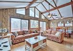 Location vacances Lake Harmony - Lake Harmony Home w/ Ideal Location & Hot Tub!-3