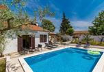 Location vacances Vodnjan - Holiday house Tina with a private pool-1