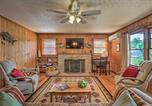 Location vacances Alexander City - Waterfront Lake Martin Home with Grill and Beach!-4