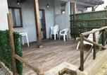Location vacances  Province de Crotone - House with one bedroom in Crotone with wonderful sea view private pool furnished terrace 10 m from the beach-4