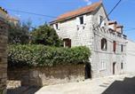 Location vacances Supetar - Apartments by the sea Supetar, Brac - 6075-1