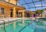 Location vacances Kissimmee - Kissimmee Villa Sleeps 10 Pool Air Con Wifi-2