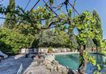 Location vacances  Vaucluse - Rustic Cottage in Oppede with Sharedpool-1