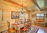 Location vacances Anderson - Cabin with Backyard Space, 5 Mi to Trinity Lake-4
