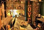 Location vacances Sedlescombe - Unique Rustic Wood Horsebox Home in East Sussex Uk-2