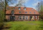 Location vacances Nijmegen - Sprawling Farmhouse in Mill with Fenced Garden-1