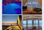 Location vacances Fécamp - Le poséidon, gîte Exceptionnel face à la mer avec spa, terrasse, 4 chambres Un Vrai Coup De Coeur-2