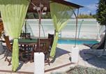 Location vacances Mazan - Three-Bedroom Holiday Home in Carpentras-4
