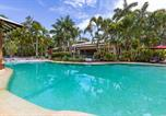 Location vacances Coolum Beach - Stylish Tropical Oasis Apartment with Hot Tub and Four Pools-1