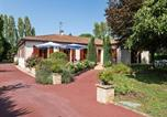 Location vacances Savignac-de-Duras - Beautiful Villa with Private Garden in Pineuilh Aquitaine-1