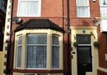 Location vacances Blackpool - Three piers guest house-1
