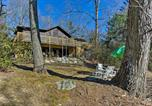 Location vacances Flat Rock - Hendersonville Cabin with Deck - Near Asheville!-1