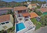 Location vacances Smokvica - Family friendly house with a swimming pool Brna (Korcula) - 13943-2