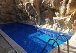Location vacances Peyia - Top floor 2 bedroom apartment, 3 pools, sea view, Free Wifi-4