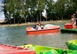 Camping en Bord de rivière Vienne - Moncontour Active Park - Terres de France-1