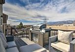 Location vacances Monument - Monument Mountain Retreat with Views and Hot Tub!-1