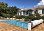 Location vacances  Corse du Sud - Belle villa avec piscine chauffée sur un magnifique jardin arborée dans le maquis-2