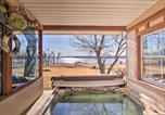 Location vacances Tulsa - Lake Eufaula Hideaway with Fire Pit and Hot Tub!-1
