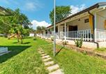 Location vacances Caselle in Pittari - Lovely Chalet in Villammare with Private Terrace & Garden-1