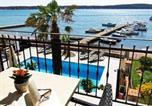 Location vacances Banjol - Two-Bedroom Apartment in Barbat X-2
