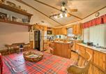 Location vacances Dillard - Cabin On the Rock Sky Valley Resort Home by Golf-4